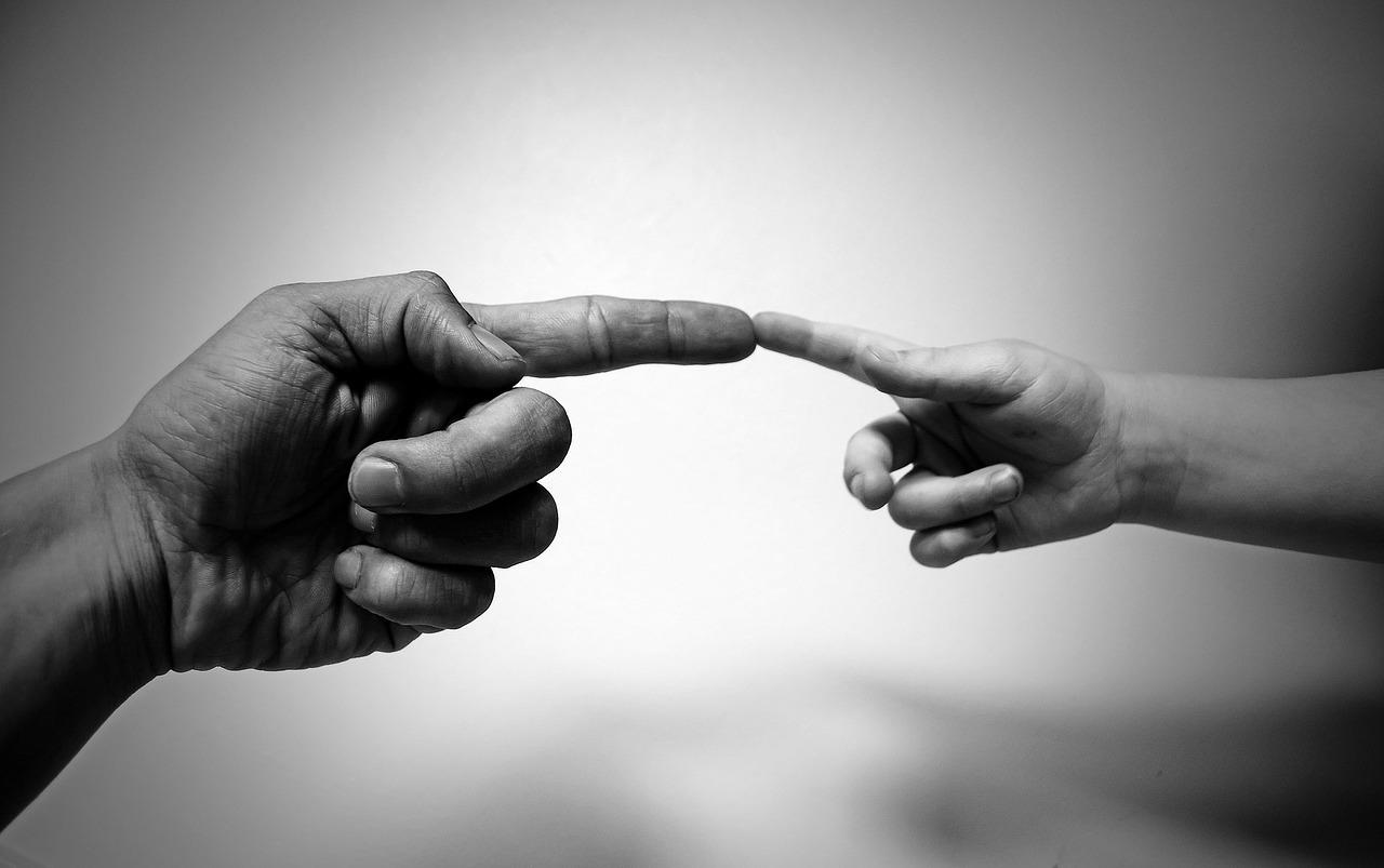 in contact met handen